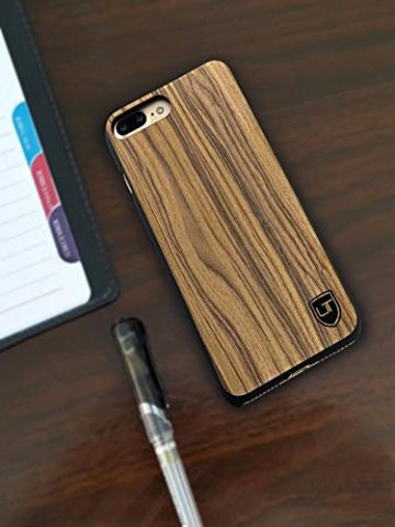 Utection iPhone 7 Case aus Holz auf Tisch